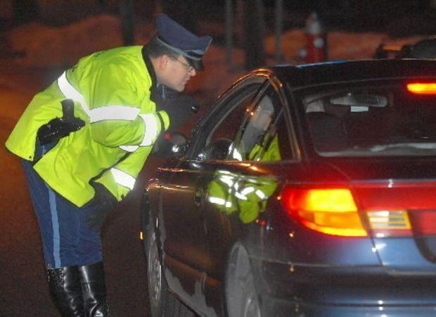 Massachusetts State Police will set up sobriety checkpoints during the New Year's holiday weekend.