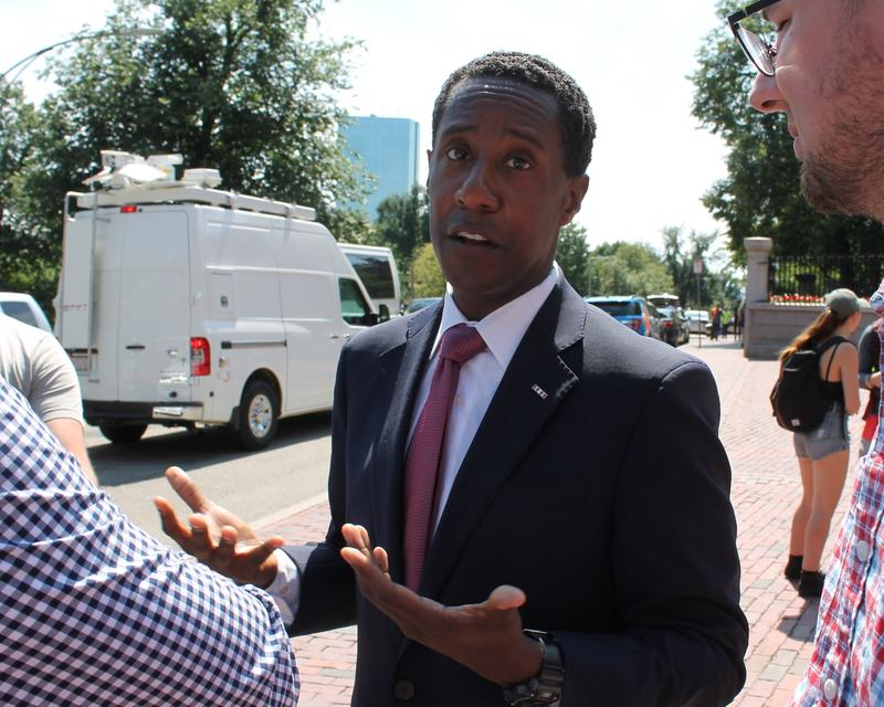 Democrat Setti Warren announced the end of his campaign for governor on Thursday.