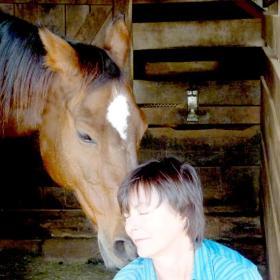 Just Hansum (l) kissing his lovely dance partner, Lynn Byrd.