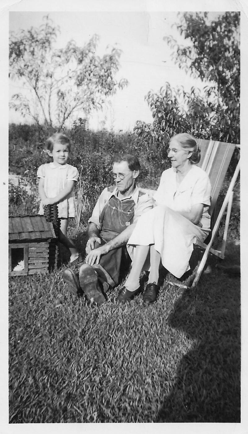 Sam & Nannie White with granddaughter Loretta, Terri's mother