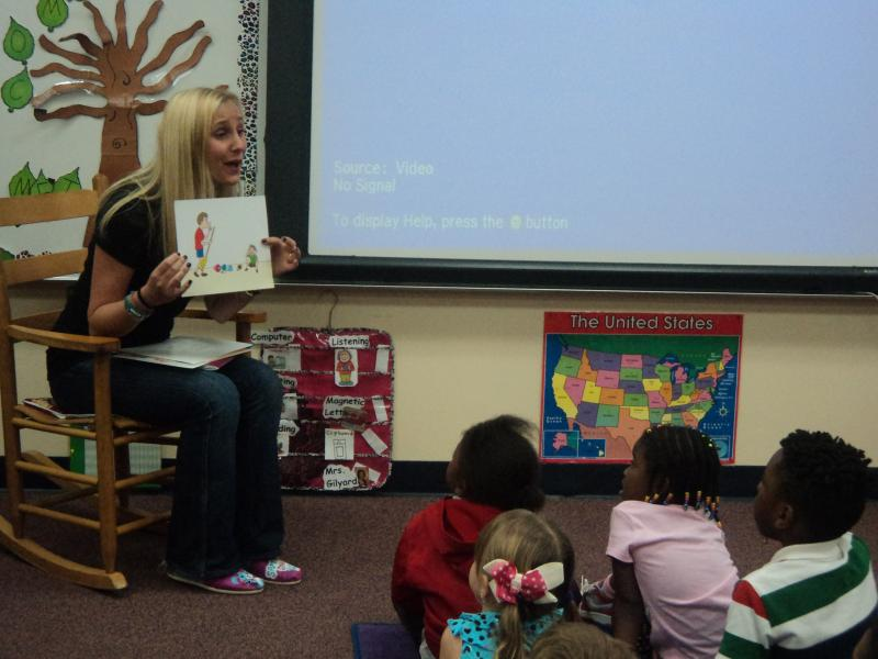Lauren Book showing the kids the difference between an unsafe secret and a safe secret.
