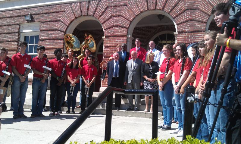 Leon High School Band students with school and London officials