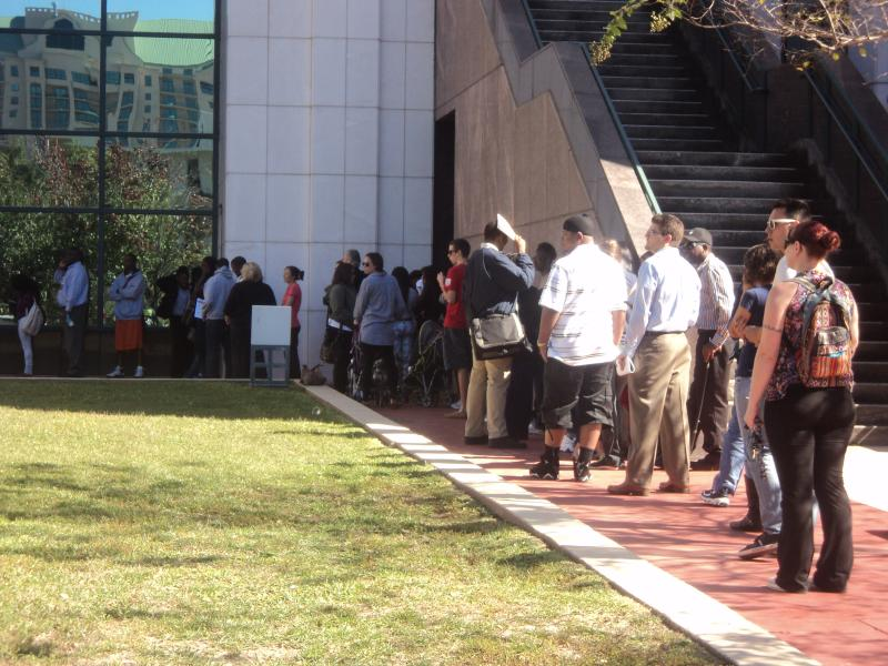 Long lines at one of five early voting locations in Leon County: the county's courthouse.
