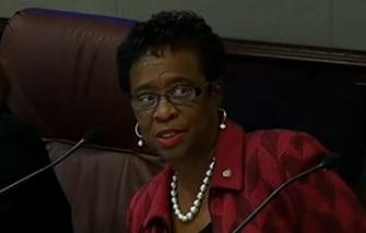 Senator Arthenia Joyner (D-Tampa) talking to members of the Senate Transportation Committee about her bill.