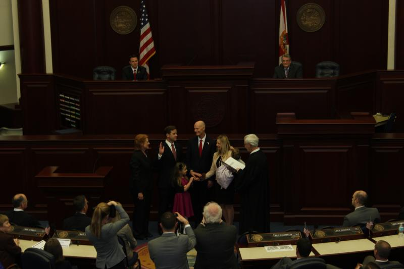 Carlos Lopez-Cantera (R) takes the oath of office as Florida's 19th Lieutenant Governor.