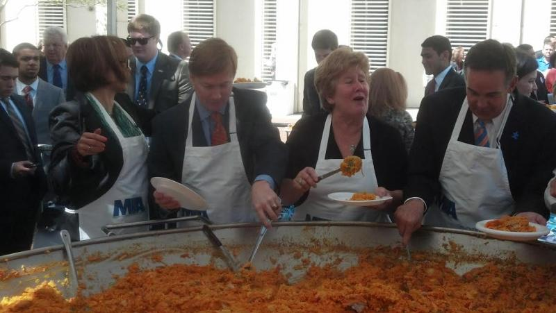 Lawmakers help to serve the Paella