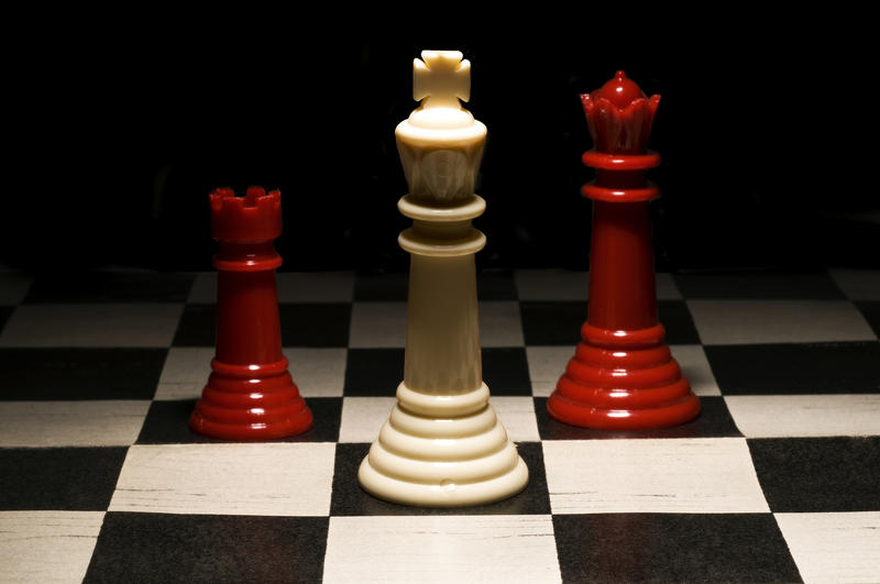 chess set with black and white board