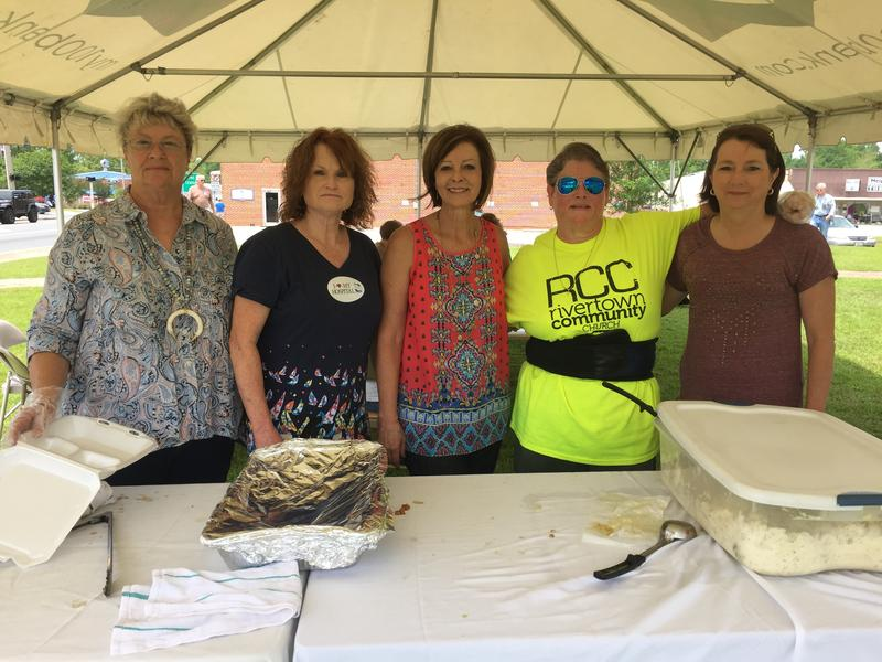 Volunteers from the Rivertown Community Church work the bbq fundraiser for the Calhoun Liberty hospital.