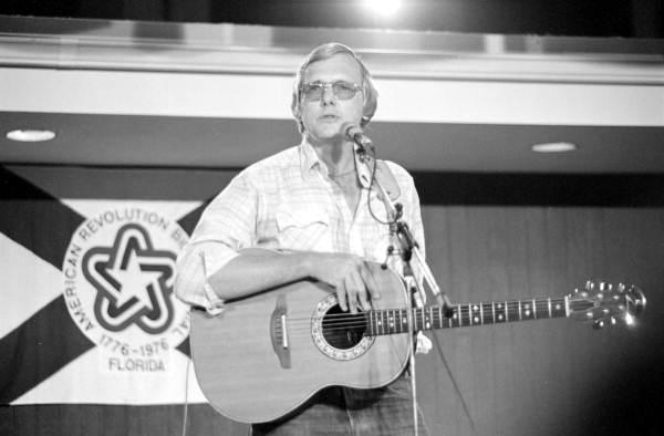Steve Meisburg performing at the 1983 Florida Folk Festival - White Springs, Fla.