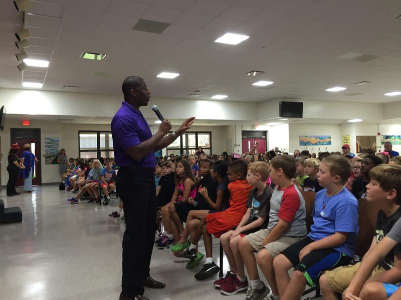 Mayor Gillum speaking to DeSoto Trail students.