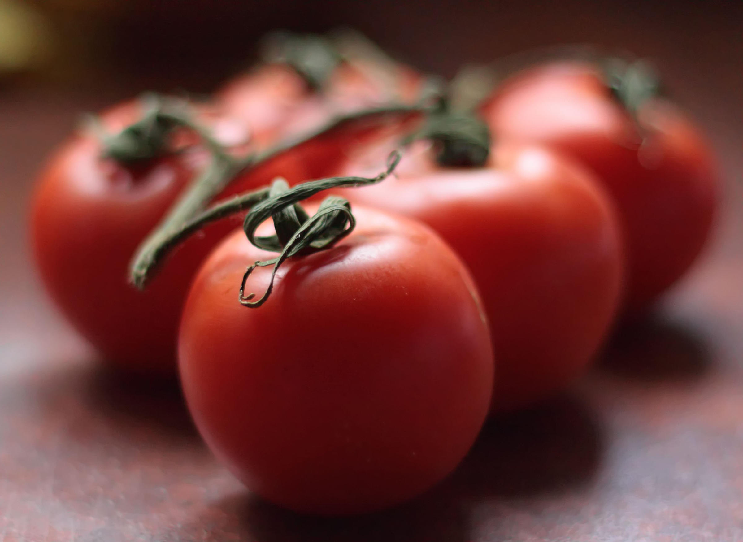 Scientists find new ways to make tomatoes tasty again