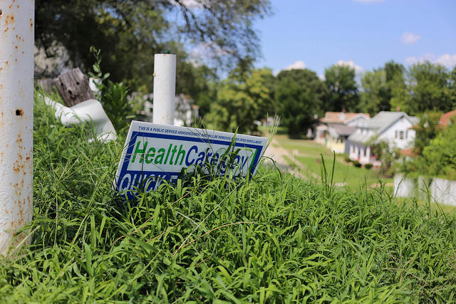 A sign advertising healthcare.gov in Uplands Park, Mo.
