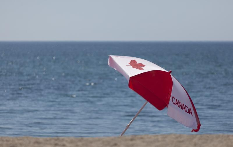 https://commons.wikimedia.org/wiki/File:July_2012_Canada_Day_Toronto_Beach_Umbrella_(7481076834).jpg