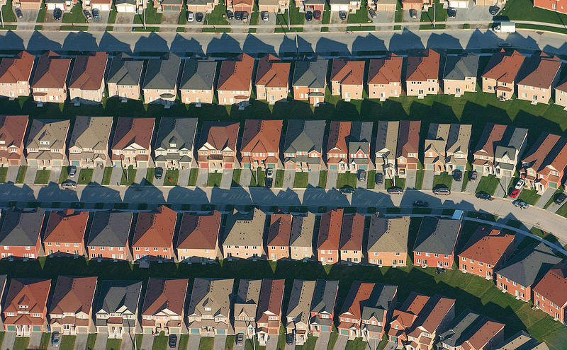 https://en.wikipedia.org/wiki/Tract_housing#/media/File:Markham-suburbs_aerial-edit2.jpg