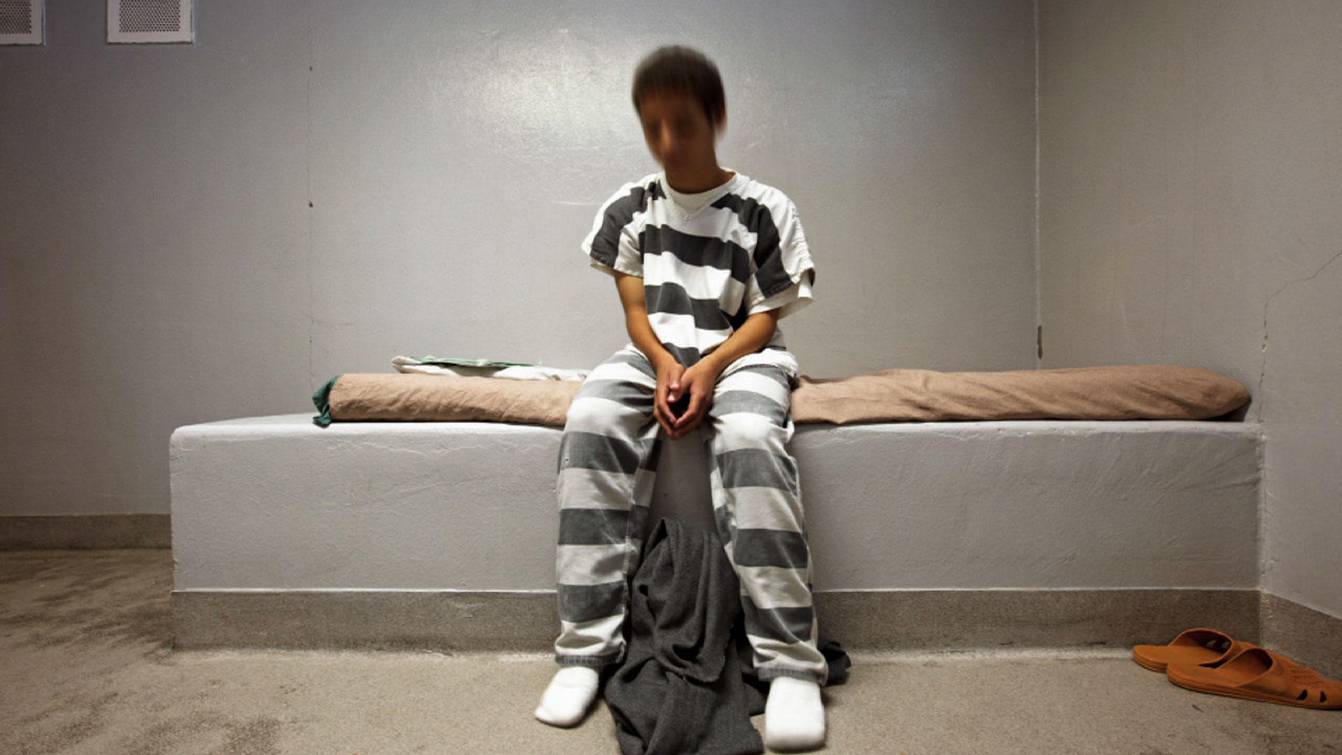 issues that contribute to juveniles being in adult prisons This report, juveniles in adult prisons and jails: a national assessment, pro- vides data that are critical for an effective response to the growing number of juveniles being housed in adult jails and prisons.