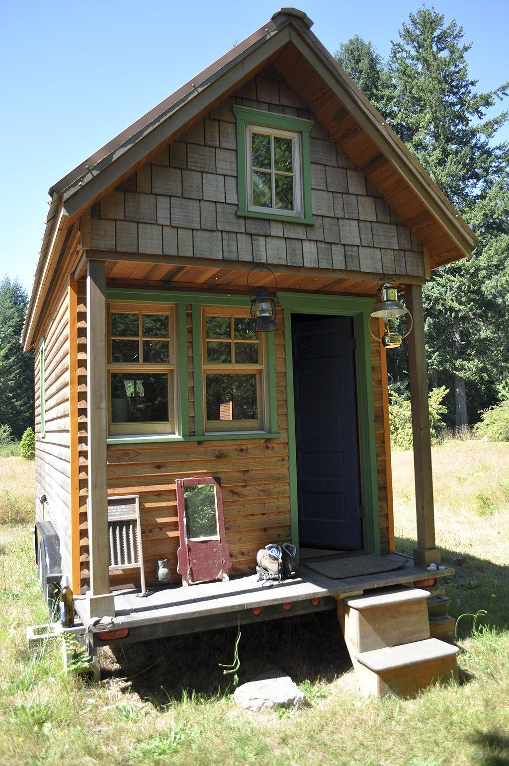 Exploring the tiny house lifestyle wgcu news for Minihaus bausatz