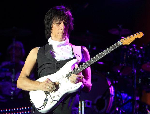 jeff beck shows off more mainstream gritty sound on loud hailer wglt. Black Bedroom Furniture Sets. Home Design Ideas