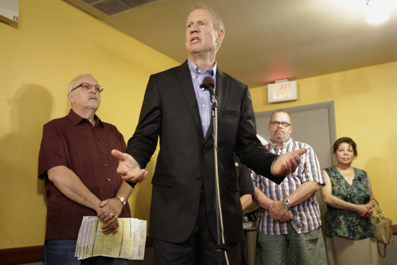 Bruce Rauner speaks at event
