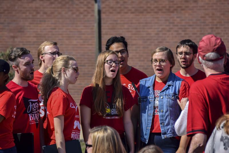 Illinois State Madrigal Singers singing the National Anthem