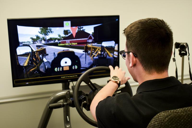 WGLT's Nate Head uses simulator
