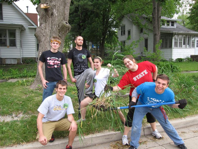 ISU students doing yardwork.
