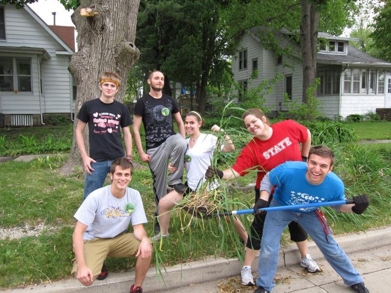 ISU students doing yardwork.
