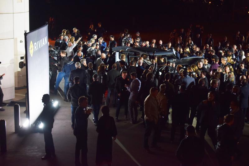 Crowd swarms pickup