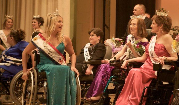 Ms. Wheelchair America 2009 Michelle Colvard of Texas (left) speaking with other contestants