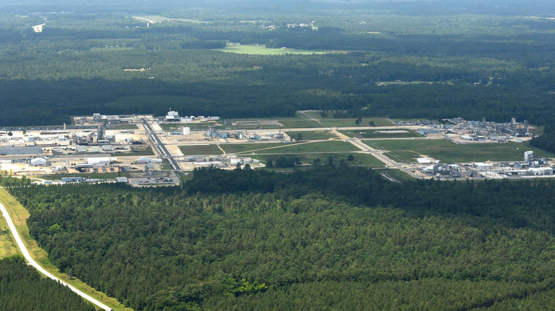 The Wilmington City Council has thrown its support behind a request by Cape Fear Public Utility Authority to the Department of Environmental Quality, that would require Chemours to stop all operations that produce perflourinated compounds in Fayetteville.
