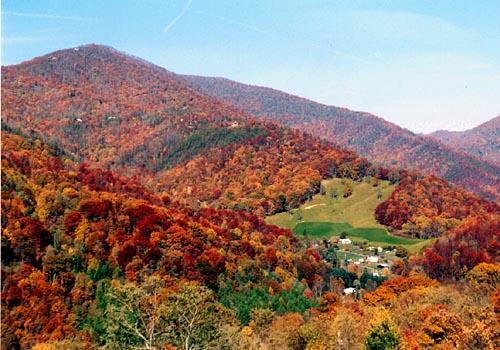 Smoky Mountains Photo Courtesy of Richard Weisser and SmokyPhotos.com