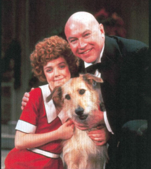 Andrea Mcardle as Annie, Reid Shelton as Daddy Warbucks, and Sandy as Sandy.
