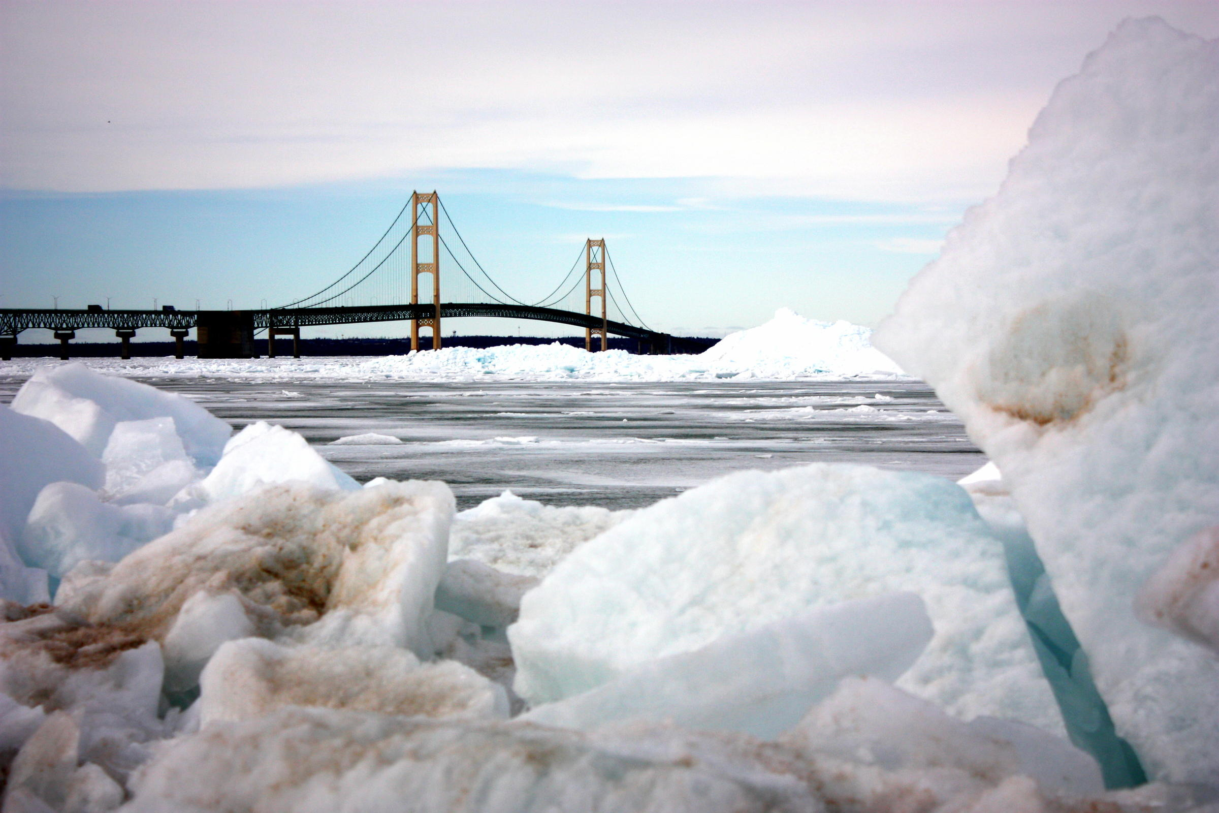 Line 5 oil pipeline in Straits of Mackinac dented by ship