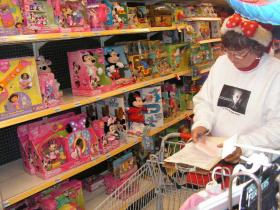 Shopping with Theresa Cadle of the Western Illinois Regional Council.