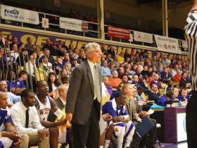 Jim Molinari, coaching his team from the bench against the University of Nebraska-Omaha.