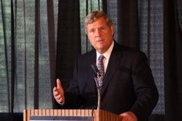 Agriculture Secretary Tom Vilsack says local food projects in cities that show a direct benefit to rural producers can be considered for USDA loan guarantees.