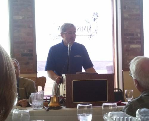 IA Gov. Terry Branstad addressing Fort Madison's Rotary Club.
