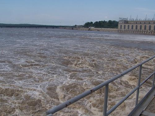 The Mississippi River running through the dam that spans the river between Keokuk and Hamilton.
