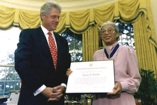 Rosa Parks receiving an award from President Bill Clinton