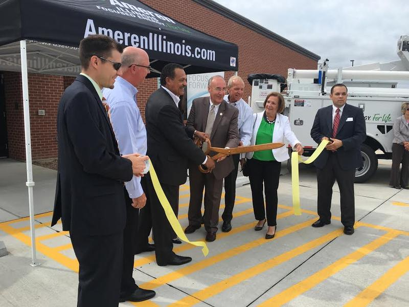 Ameren Illinois President helps cut the ribbon at the new facility with the help of Macomb Mayor Mike Inman