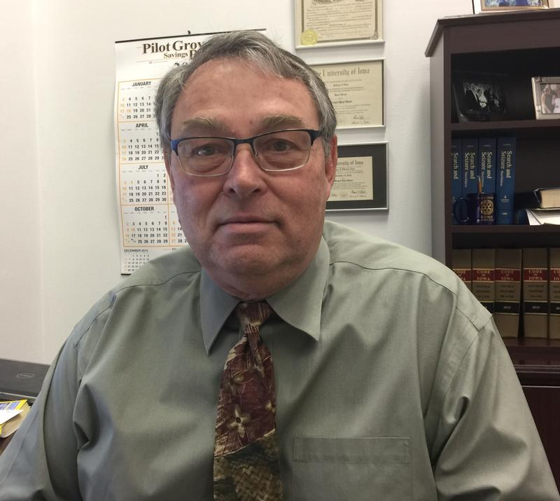 Lee County Attorney Mike Short said the time is right for him to step down, after serving the county for roughly four decades.