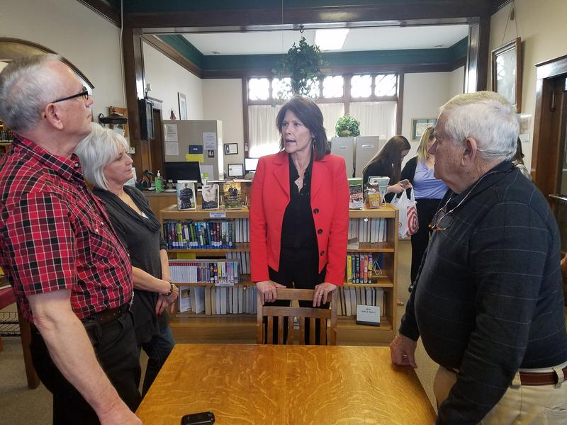 Congresswoman Cheri Bustos (D-IL) chats with Abingdon aldermen at the community's public library.