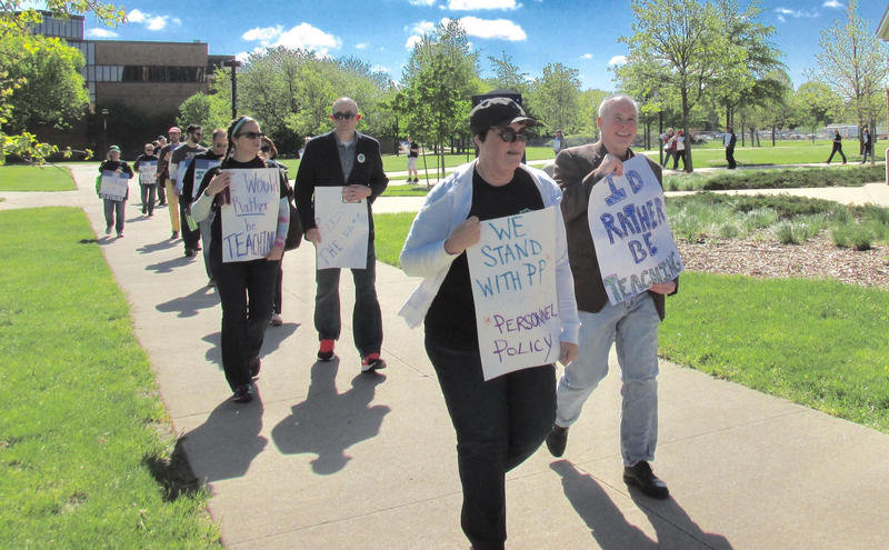 UIS professors take to the picket line