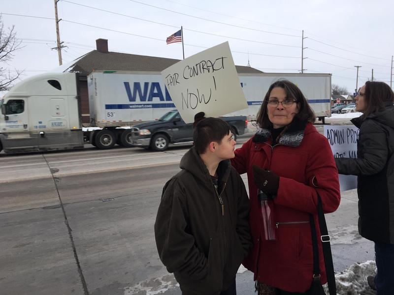 WIU Professor Lauren Barden-Gabbei photographed when UPI picketed for 'fair contract'