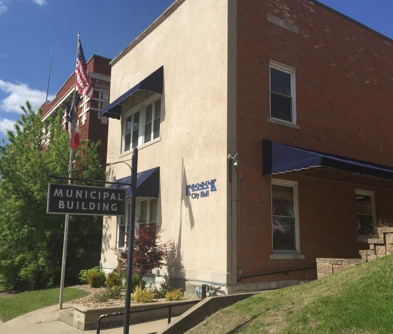 Keokuk will meet with a search firm April 26 to start the process of replacing City Administrator Aaron Burnett, who is leaving in late June to take the same job in Mason City, Iowa.
