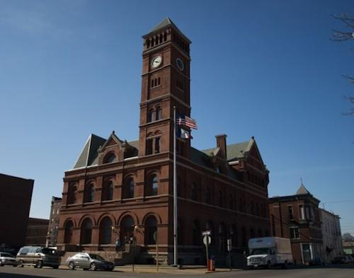 A power outage at the south Lee County Courthouse in Keokuk led to the non-emergency phone lines at the sheriff's office going down. It's the second time a power outage has done that.