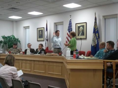 Brad Randolph takes the oath of office as Mayor of Fort Madison.