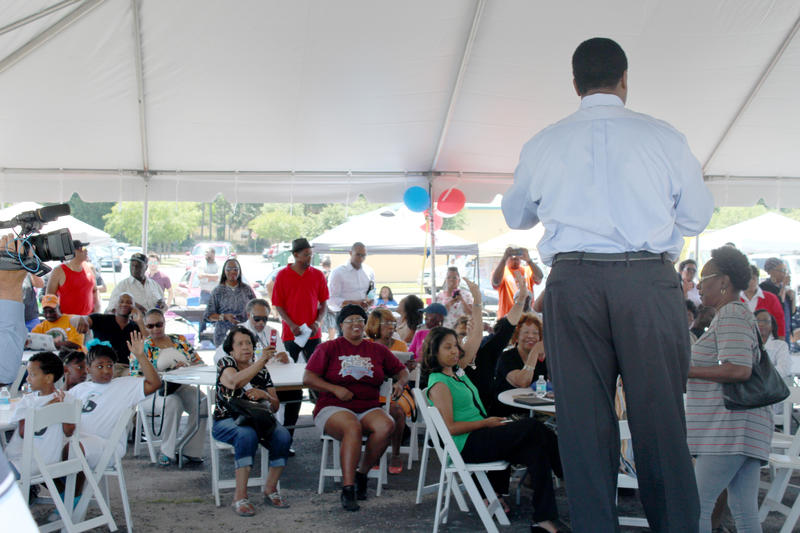 Mayor Alvin Brown speaks to the crowd at an early voting rally on Friday.