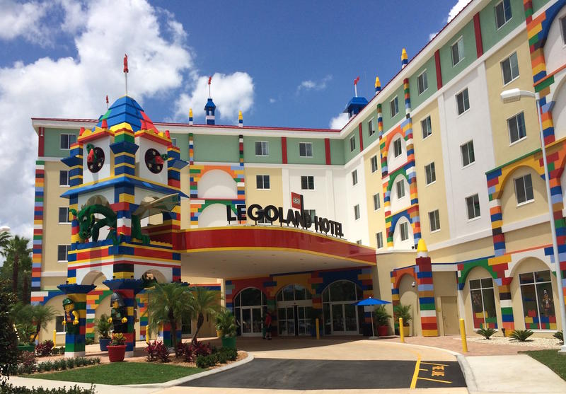 The LEGOLAND Hotel is only about 100 steps away from the front entrance to LEGOLAND Florida Theme Park.