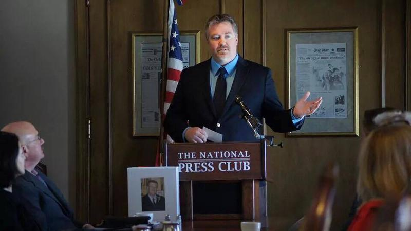 Project: Cold Case founder Ryan Backmann speaks at a victims' event.