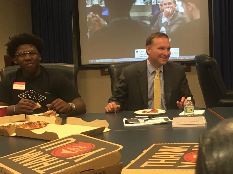 Jacksonville Mayor Lenny Curry shared a pizza lunch with students in a Lee High School leadership class Monday afternoon.